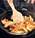 Грибы, жаренные с картофелем и луком. Шаг 3