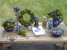 . Miniture Dollhouse, Dollhouse Miniatures, Bakers Table, Doll Making Tutorials, Mini Plants, Mini Things, Miniture Things, Purple, Blue
