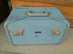 Vintage Travelaire Luggage Lt Blue Mid Century Train Case - Overnite Luggage - Travel Bag - Carry On - Cosmetic MakeUp - Suitcase