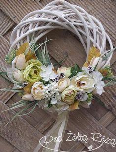 Easter Flower Arrangements, Easter Flowers, Floral Arrangements, Summer Door Wreaths, Fall Wreaths, Easter Wreaths, Homemade Wedding Decorations, Flower Decorations, Diy Wreath