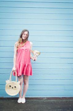 Bolsa de paja y vestido rojo de lunares · PepaLoves