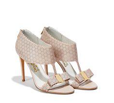 21 meilleures images du tableau Chaussures   Shoe, Heels et ... ea834ba4b050