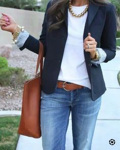 Cute navy blazer with white fitted sweater-chunky necklace and a tan tote. - Business Casual for Women Blue Blazer Outfit, Blazer Outfits Casual, Look Blazer, Komplette Outfits, Business Casual Outfits, Spring Outfits, Fashion Outfits, Business Casual With Jeans, Dress With Blazer