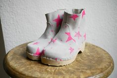pink star clogs by German company Noé & Zoë
