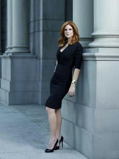 Sarah Rafferty as Donna Paulsen on Suits. Just adore her! Suits Serie, Suits Tv Shows, Office Fashion, Work Fashion, Business Fashion, Sarah Rafferty, Suits Usa, Donna Suits, Donna Paulsen