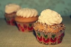CUPCAKES DE VAINILLA  Sin gluten, sin azucar, sin lactosa http://wwwreposteriabego.blogspot.com.es/2014/05/cupcakes-de-vainilla.html?m=1