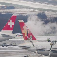 """Gefällt 4 Mal, 1 Kommentare - Bruno Lauper [15.5k] (@brunoboeing787) auf Instagram: """"Winter Action at ZRH 16.12.2018 • #airbusA330 #swissinternational #hbjnb #boeing777300er #b777…"""" Airbus A330, Jet, Aircraft, Vehicles, Winter, Instagram, Winter Time, Aviation, Plane"""