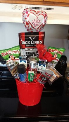 Beer gift basket do it yourself pinterest beer gifts gift and bouquet for men solutioingenieria Images