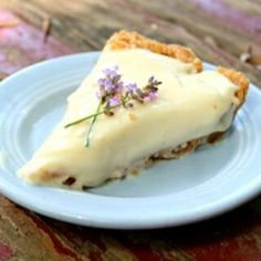 This easy no bake lemon icebox pie recipe can be served frozen or just chilled. It goes together in minutes and can be frozen for up to three months. Ice Cream Desserts, No Bake Desserts, Easy Desserts, Pie Recipes, Baking Recipes, Dessert Recipes, Lemon Recipes, Appetizer Recipes, African Bread Recipe