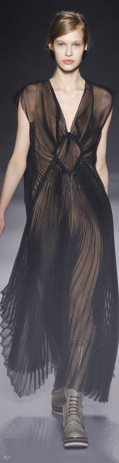 Fall 2018 RTW Lanvin Catwalk Fashion, Fashion Show, Fashion Outfits, Womens Fashion, Fashion Design, Slow Fashion, Autumn Fashion, Date Outfits, Minimal Fashion