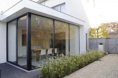 Nice doors and white canopy Extension Veranda, House Extension Design, Glass Extension, Roof Extension, House Design, Pergola, Dark House, House Extensions, My Dream Home