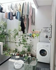 "DEKOR RUMAH on Instagram: ""Semoga terinspirasi 💖 jangan lupa pencet love nya yaa biar mimin tambah semangat share nya.. Dan follow @ekyshomeliving #ekyshomeliving…"" Laundry Room Design, Home Room Design, Small House Design, Home Interior Design, Laundry Room Storage, Laundry In Bathroom, Hobby Design, Outdoor Laundry Rooms, Laundy Room"
