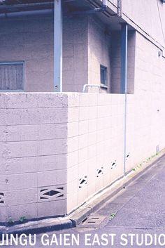 レトロなアパート 白壁