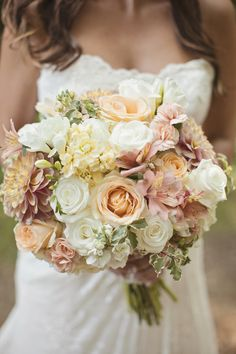 Yep, we're swooning over this bouquet from DeVonna Hawn. Photography: Amanda Lloyd Photography - amanda-lloyd.com Read More: http://www.stylemepretty.com/2014/06/23/rustic-at-home-wedding/