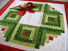 Log Cabin Christmas Wreath Wall Hanging, Plus Bonus Scrappy Wreath Table Runner Idea! - Log Cabin Christmas Wreath Wall Hanging, Plus Bonus Scrappy Wreath Table Runner Idea! Christmas Quilting Projects, Christmas Quilt Patterns, Christmas Sewing, Christmas Fabric, Christmas Patchwork, Log Cabin Quilts, Log Cabin Quilt Pattern, Log Cabins, Log Cabin Patchwork