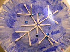 Random Handprints - A NYC Mom Blog... live from New Jersey: Crafts and Snowflakes with Q-Tips
