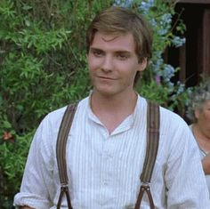 Seducing everyone around him by being cute and purring (=playing the violin) sweetly. (Daniel Brühl in Ladies in Lavender) Baron Zemo, Ladies In Lavender, Daniel Bruhl, Lady In Waiting, Charming Man, Captain America Civil War, Man Thing Marvel, Marvel Avengers, Avengers 2012