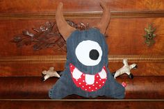 Handmade by Alpenkatzen Monster, Snowman, Disney Characters, Fictional Characters, Handmade, Art, Stuffed Toys, Cuddling, School