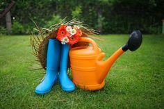 Doing some organic gardening is ideal and these tomatoes gardening tips are some of the best you will come across. Growing tomatoes in pots is ideal if you are suffering from limited garden space. If you are into the hobby of home gardening or Gardening Magazines, Gardening Books, Gardening Tips, Indoor Gardening, Vegetable Gardening, Edible Plants, All Plants, Water Plants, Gerbera
