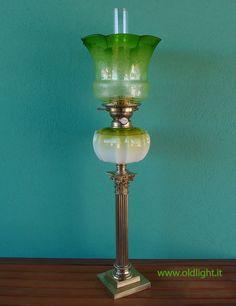Stupenda lampada da tavolo stile Vittoriano; colonna con capitello ...