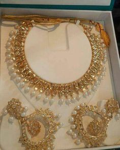 Markings For Gold Jewelry Info: 8564527781 Indian Gold Jewellery Design, Indian Jewelry, Indian Necklace, Stylish Jewelry, Jewelry Sets, Gold Jewelry, Jewlery, Jewelry Design Earrings, Necklace Designs
