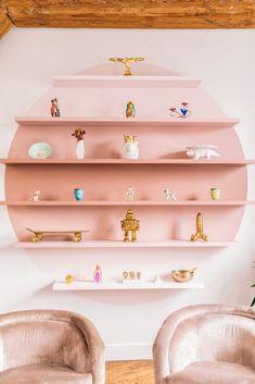 swooning over these sculptural, pink shelves yet? swooning over these sculptural, pink shelves yet? Pink Bookshelves, Pink Shelves, Creative Bookshelves, Bookshelf Design, Kids Wall Shelves, Kids Shelf, Pallet Shelves, Retro Home Decor, Diy Home Decor