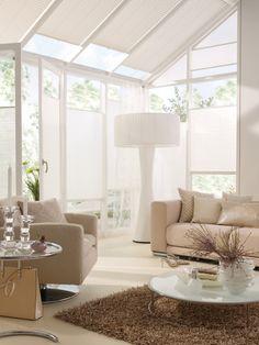 weranda, białe ramy okien, plisy - rolety - żaluzje plisowane jak ze sklepu http://sklepzoslonami.pl/systemy-oslonowe/plisy.html