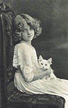 [Niña y gatito] » girl with kitten