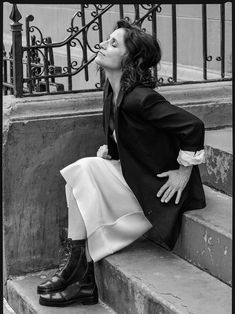 Julia Louis-Dreyfus Is Street Smart In 'Reality Bites' By Tiffany Nicholson For Porter Edit April 2019 — Anne of Carversville Old Actress, American Actress, The Craft Movie, Elaine Benes, Special Needs Teacher, Valentino Boots, Julia Louis Dreyfus, Get Glam, People Laughing