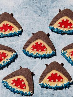 Slice open this cleverly layered cookie log to reveal the friendliest sharks you'll come across this summer. Black Food Coloring, Gel Food Coloring, Shark Week, Shark Fin, Whale Sharks, Baby Shark, Shark Party, Egg Wash, White Chocolate Chips