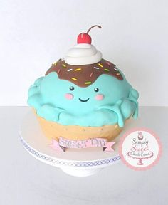 This cute little cake idea came from my nephews love of ICECREAM…so what better cake for his birthday right? This 2 layer funfetti cake is hand sculpted and all edible. Big Cupcake, Giant Cupcake Cakes, Fun Cupcakes, Fondant Cakes, Pretty Cakes, Cute Cakes, Cute Birthday Cakes, Gateaux Cake, Dream Cake