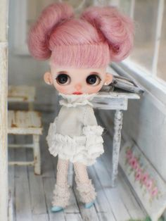 Jiajia Doll first love layered shirts for petite blythe middie blythe obitsu 11 lati white puki Doll Tattoo, How To Make Shoes, Love Shirt, Custom Dolls, Yarn Needle, Handmade Accessories, Blythe Dolls, Hand Knitting, Black And Brown