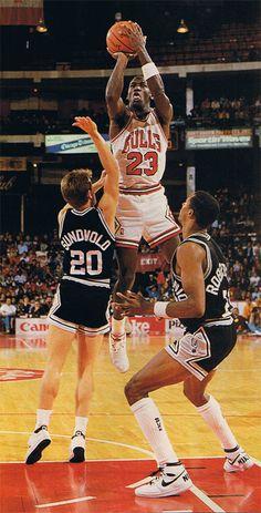 Michael Jordan Unc, Michael Jordan Pictures, Jeffrey Jordan, Michael Jordan Basketball, Jordan 23, Nba Players, Basketball Players, Pro Basketball, Basketball Legends