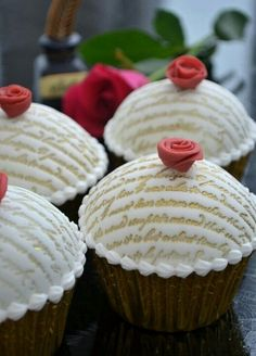 Cupcake Decorations | love letter imprinted on the cupcake frosting | Fabulous Cake Decorat ...