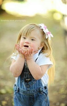 Beautiful toddler w/ Down Syndrome. Little Children, Precious Children, Beautiful Children, Beautiful Babies, Beautiful People, Little Girls, Cool Baby, Baby Kind, Baby Love