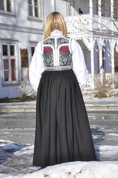 Folk Costume, Costumes, Going Out Of Business, Traditional Outfits, Kids Playing, Vintage Photos, Norway, Bridal Dresses, All Things