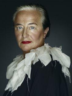The brilliant Li Edelkoort photographed by Erwin Olaf. Erwin Olaf, Stylish Older Women, Anti Fashion, Mature Fashion, Women's Fashion, Advanced Style, Portraits, Ageless Beauty, Aging Gracefully