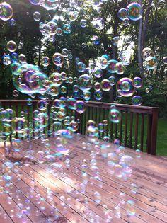 Need to get a little bubble machine. Bubble Balloons, My Bubbles, Blowing Bubbles, Soap Bubbles, Frozen Bubbles, Bubble Machine, Water Droplets, Ballon, Simple Pleasures