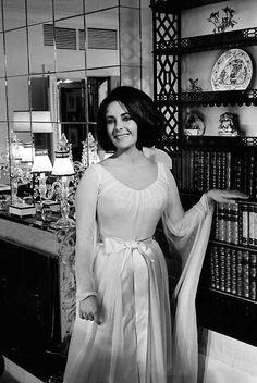 Portrait Of Elizabeth Taylor Pictures