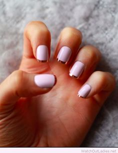 Light purple nails with golden line