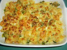 Vandaag was het voor ons een ovenschotel met broccoli en gehakt met een gratineersausje erover. Maak de brocolliroosjes zuiver en kook ze gaar. Snijd de aardappelen in kleine stukjes en kook ze ook gaar. Rul het gehakt met een beetje koriander, peterselie, peper en zout. Pasta, Broccoli Cheddar, Macaroni And Cheese, Yummy Food, Dinner, Breakfast, Ethnic Recipes, Desserts, Boursin