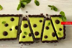 La crostata alla menta e cioccolato è un dolce insolito e delizioso, ricco di contrasti di sapore e di colore. Un'irresistibile golosità.