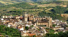 Panorámica del Monasterio de Guadalupe, Cáceres © Carlos Criado. Turismo de Extremadura
