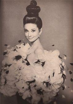 """""""Se gli uomini fossero belli ed intelligenti, si chiamerebbero donne.""""★Audrey Hepburn★"""