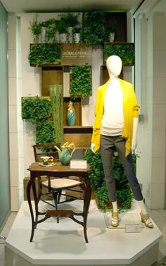 going green, pinned Visual Merchandiser, styling and still life designs Spring Window Display, Window Display Design, Shop Window Displays, Store Displays, Clothing Displays, Visual Display, Merchandising Displays, Retail Design, Store Design