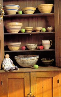 What a nice collection Vintage Bowls, Vintage Dishes, Vintage Kitchen, Antique Dishes, Stoneware Crocks, Antique Stoneware, Earthenware, Old Crocks, Mixing Bowls