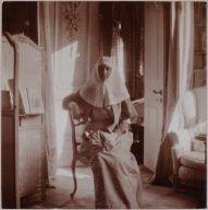 The Empress, mauve boudoir