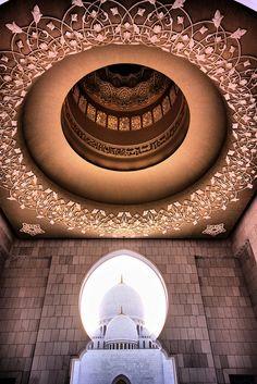 Sheikh Zayed Grand Mosque in Abu Dhabi | ©Hisham Binsuwaif