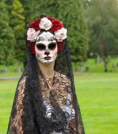 head pieces for day of the dead, costume, dia de los muertos, Halloween, Mexico… Halloween Kostüm, Holidays Halloween, Halloween Pumpkins, Halloween Decorations, Halloween Costumes, Diy Day Of The Dead, Sugar Skull Makeup, Sugar Skulls, Dead Makeup