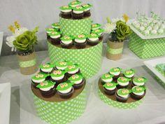hat box cupcake stand